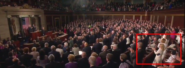 democrats-sit-during-applause-for-us-troops